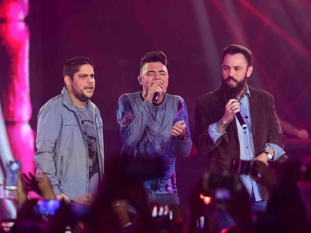 Felipe Araújo com Jorge e Mateus em show em Goiânia, Goiás (Foto: Leo Franco/ Ag. News)