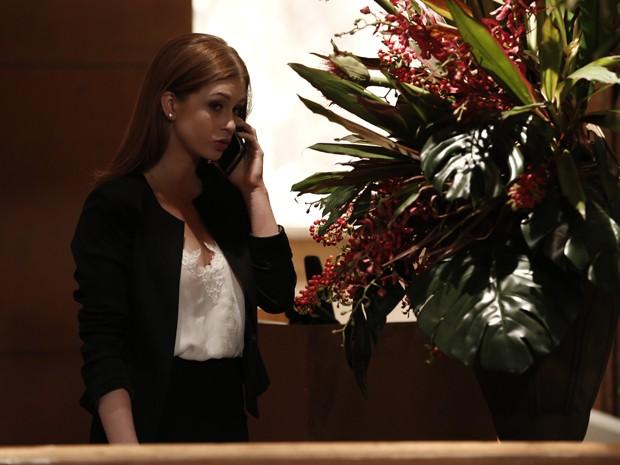 Isis não quer saber de José Alfredo e avisa que vai desligar o telefone (Foto: Inácio Moraes / Gshow)