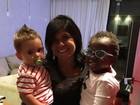 Mãe de Bruno Gagliasso posa com os netos, Titi e Gabriel