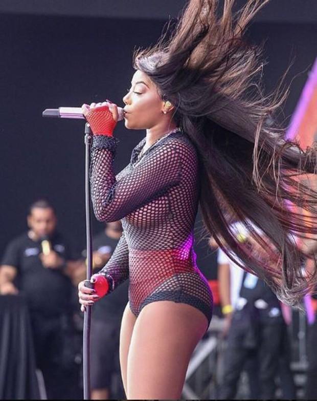 Ludmilla no palco do Villa Mix Festival Rio de Janeiro (Foto: Reprodução/Instagram)