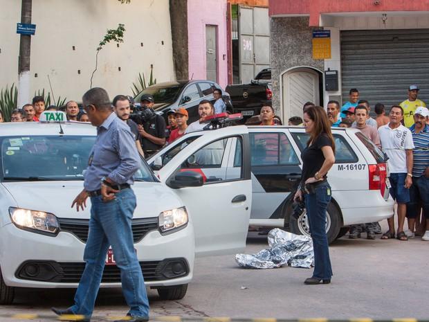 Uma tentativa de assalto terminou com a morte de um taxista, que foi baleado na Rua Silveira Sampaio, no bairro do Morumbi (Foto: Marco Ambrosio/Estadão Conteúdo)