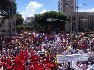 Protesto é organizado por movimentos sociais e sindicais (Foto: Henrique Mendes/ G1 )