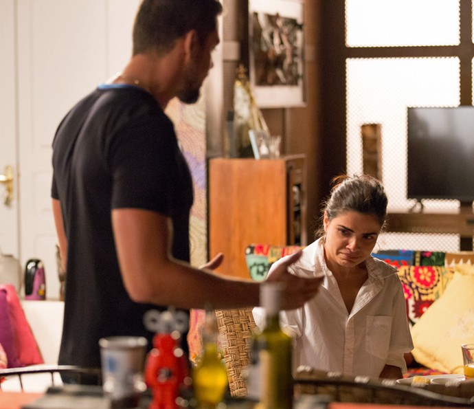 Tóia desiste de sair do país com Juliano (Foto: Fabiano Battaglin / Gshow)