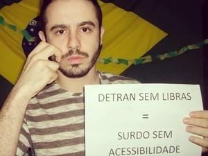 Músico adere a campanha liderada por professor de Libras (Foto: Reprodução/Facebook)