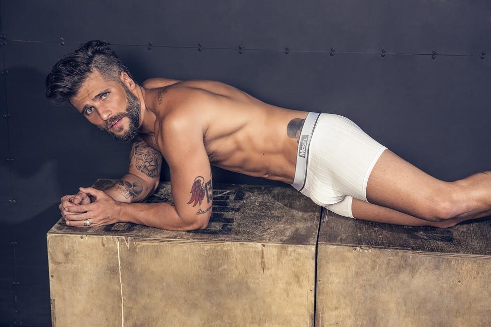 Bruno Gagliasso surge todo sexy em mais fotos de campanha de cueca. Veja!