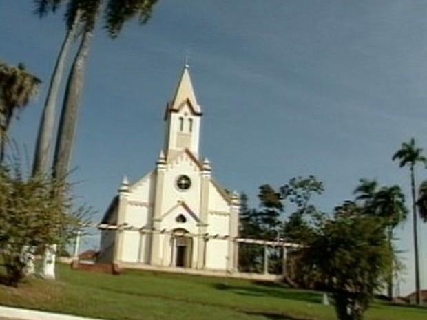 Padre era responsável por uma das igrejas de Pirajuí  (Foto: Arquivo/ TV TEM)