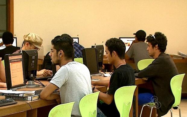 Para se sair melhor no Enem, alunos precisam estudar fora da escola  (Foto: Acre TV)