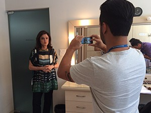 Marieta Severo conversou com a equipe de Comunicação da TV Integração, em Uberlândia (Foto: Ana Gabriela Faria)