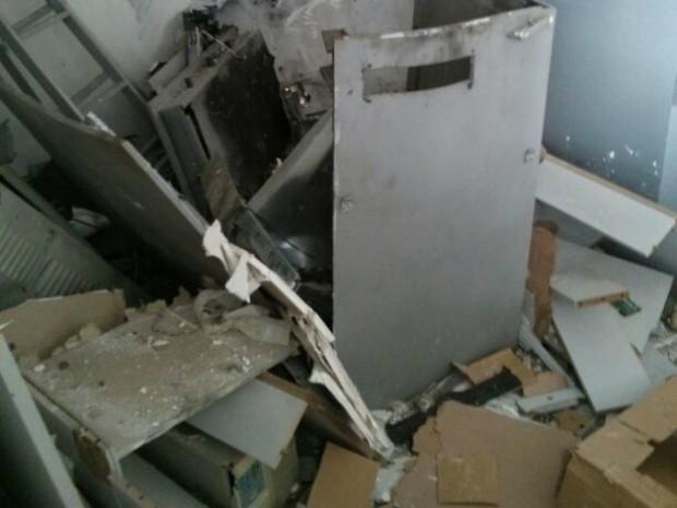 Este é o segundo caso de furto a caixa automático em menos de 20 dias em Sarapuí (Foto: Cláudio Nascimento/ TV TEM)