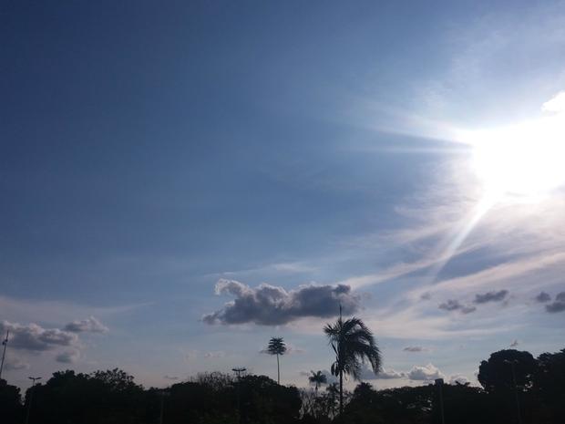 Céu de Campo Grande na tarde desta sexta-feira (21) (Foto: Carla Salentim/G1 MS)