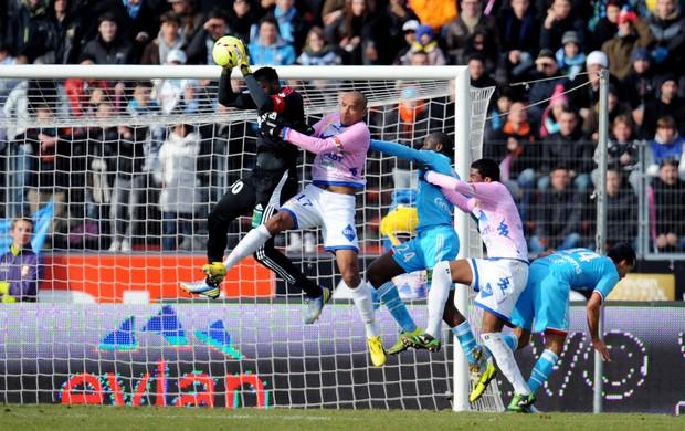 Steve Mandana goleiro do Olympique (Foto: AFP)