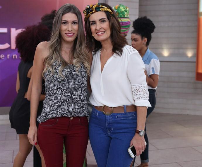 A apresentadora com uma convidada do 'Encontro' (Foto: Fabiano Battaglin/Gshow)