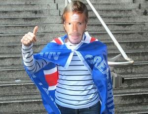 Torcedora vestida de Beckham (Foto: Carlos Mota / Globoesporte.com)