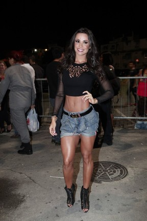 Fernanda D'Avila em show na Zona Oeste do Rio (Foto: Isac Luz/ EGO)