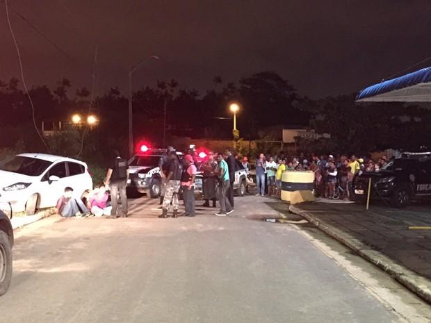 Momento em que a Polícia Militar prendeu três suspeitos  (Foto: Divulgação/PMMA)