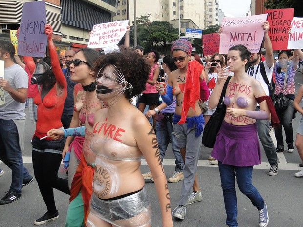 Elas sairam da Praça Rio Branco, no Centro de Belo Horizonte (Foto: Pedro Triginelli / G1)