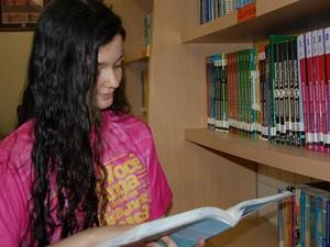 Adolescente usava a biblioteca do colégio para estudar (Foto: Taiguara Rangel/G1)
