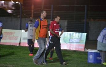 Árbitro expulsa repórter de campo  por xingar goleiro visitante após gol