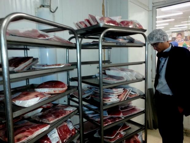 Carne tem que ser moída na frente do consumidor, diz órgão (Foto: Divulgação / Procon-RJ)