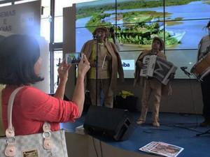 Piauiense ficou encantada com apresentação de Isac do Acordeon (Foto: Gilcilene Araújo/G1)