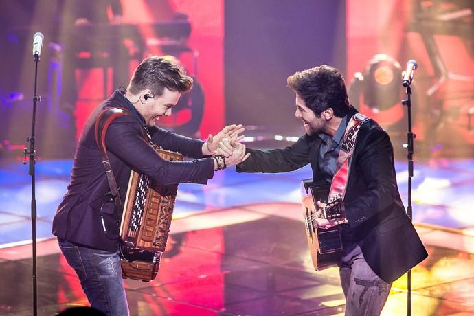 Michel Teló e Daniel no palco do 'The Voice' (Foto: Isabella Pinheiro/Gshow)