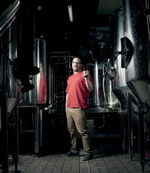 SEM FÁBRICA: David Michelsohn fabrica suas Jupiter em cervejarias alheias, mas acompanha todo o processo (Foto: Camila Fontana/Editora Globo)