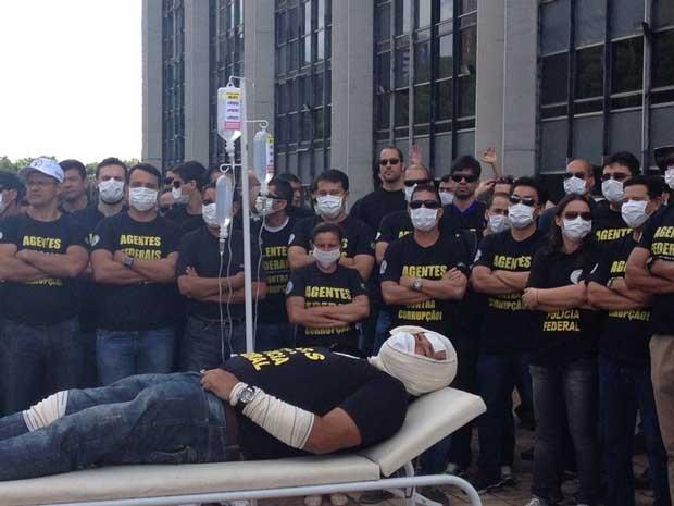 Policiais federais durante manifestação no DF nesta terça (Foto: Lucas Salomão/G1)