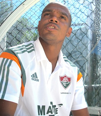 Vitória anuncia contratação do zagueiro Henrique dfad62f719418