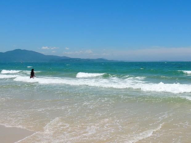 Praia de Jurerê Internacional é considerada própria para banho (Foto: Géssica Valentini/G1)