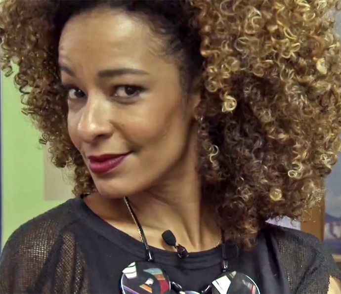 Alinne Prado mostra as diferentes nuances dos seus cabelos (Foto: Gshow)