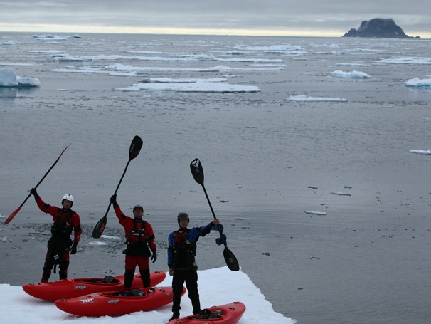 Clayton Conservani e a equipe do Planeta Extremo levam você ao Círculo Polar Ártico (Foto: Globo)