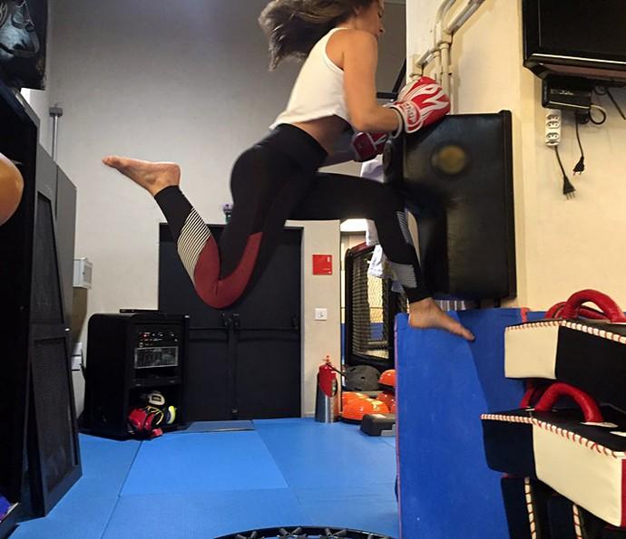 Renata Longaray pula tão alto que quase não cabe na foto! (Foto: Arquivo Pessoal)