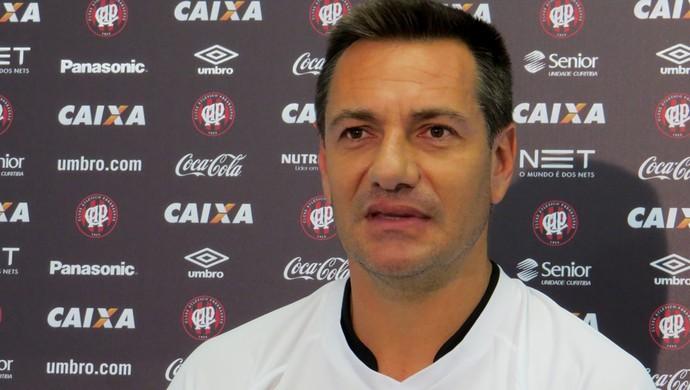 Doriva, técnico do Atlético-PR (Foto: Fernando Freire)