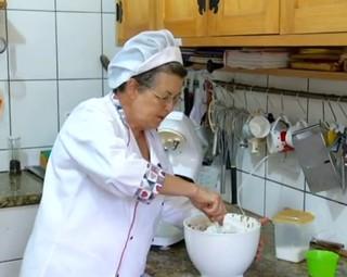 Dona Bia usou a criatividade e fez uma saborosa adaptação no bolo floresta negra (Foto: Reprodução Rio Sul Revista)