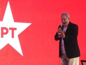 Lula discursa durante a convenção do PT que oficializou a candidatura de Dilma Rousseff à reeleição (Foto: Renan Ramalho / G1)