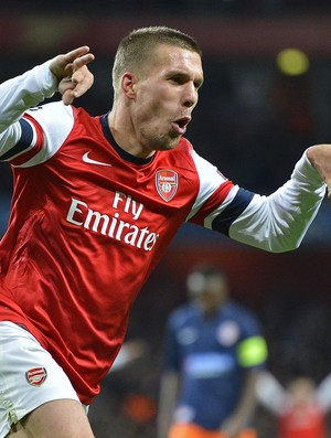 Podolski comemora gol do Arsenal contra o Montpellier (Foto: Agência Reuters)