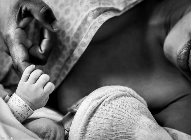 O projeto Parto delas, da fotógrafa Luciana Zenti, tem registros de partos humanizados em uma maternidade pública (Foto: Luciana Zenti/ Divulgação)