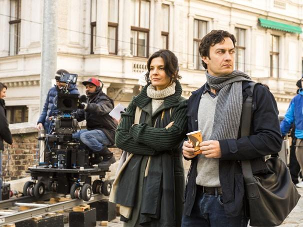 Gabriel Braga Nunes e Helena Ranaldi gravam em Viena, na Áustria (Foto: João Miguel JR. / Rede Globo)