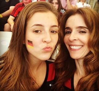 Deborah Evelyn com a filha Luiza, de 22 anos, fruto de seu casamento com o diretor Dennis Carvalho  (Foto: Reprodução do Instagram)