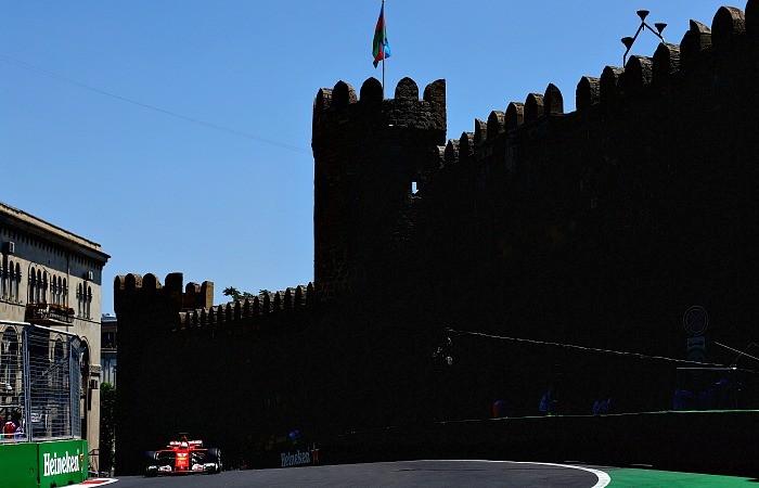 Sebastian Vettel na Subida do Castelo em Baku