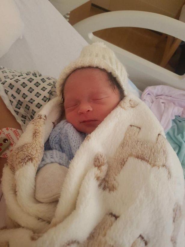 O bebê prematuro Amari John (Foto: Reprodução / South Port Visiter)
