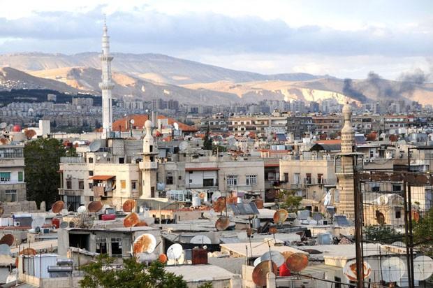 (Foto: Wikimedia / Sebastian Wallroth / http://commons.wikimedia.org/wiki/File:Evening_over_Damascus_Syria.jpg)