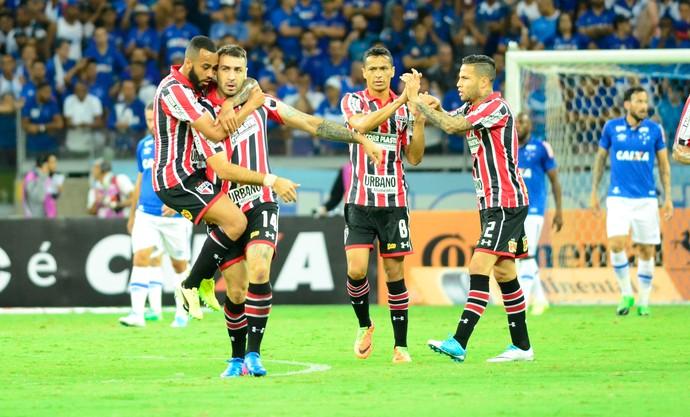 Lucas Pratto gol, Cruzeiro x São Paulo (Foto: Agência Estado)