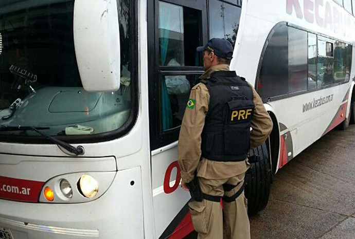 Dois ônibus da Argentina foram barrados na fronteira brasileira