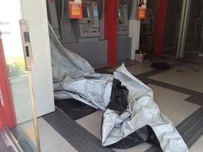 Arrombamento de caixa eletrônico no Santander da João de Barros, no Recife (Foto: Reprodução WhatsApp)