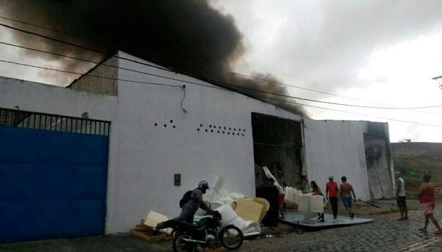 Depósito fica na avenida Amintas Barros, no bairro do Bom Pastor, zona Oeste de Natal (Foto: Camila Torres/Inter TV Cabugi)
