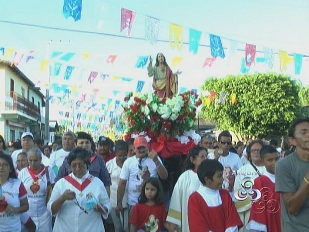 Procissão reúne, todos os anos, milhares de pessoas todos os anos em Borba (Foto: Reprodução/TV Amazonas)