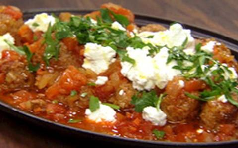 Almôndega de cordeiro com molho de tomate