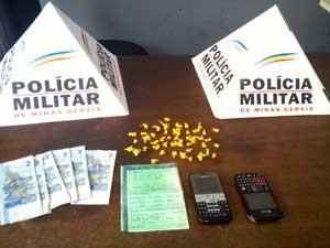 Materail apreendido pela polícia (Foto: Sargento Paulo/ Divulgação Polícia MIlitar)