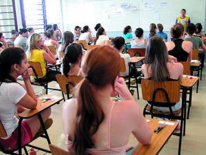 PUC-Campinas aplicou prova de conhecimentos gerais neste sábado (30) (Foto: Álvaro Jr )
